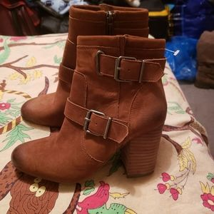 VINCE CAMUTO SIMLEE BRAND NEW BOOTS!